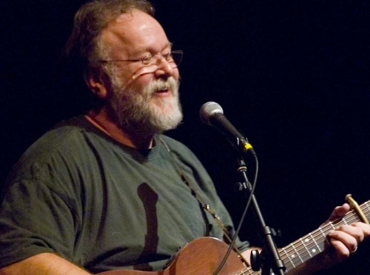 Joel Mabus performing