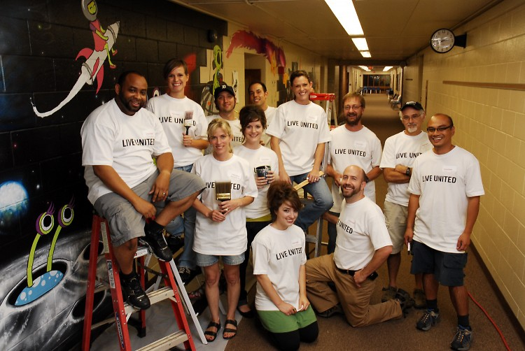 Bissel employees volunteer at Lincoln School, Day of Caring 2009.