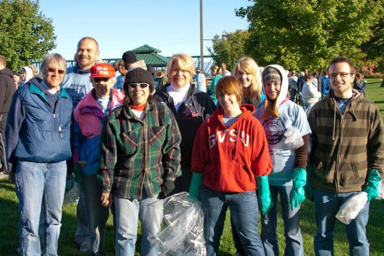 Members of CFI Michigan and CFI GVSU attend the Mayor's Grand River Clean-Up 2011