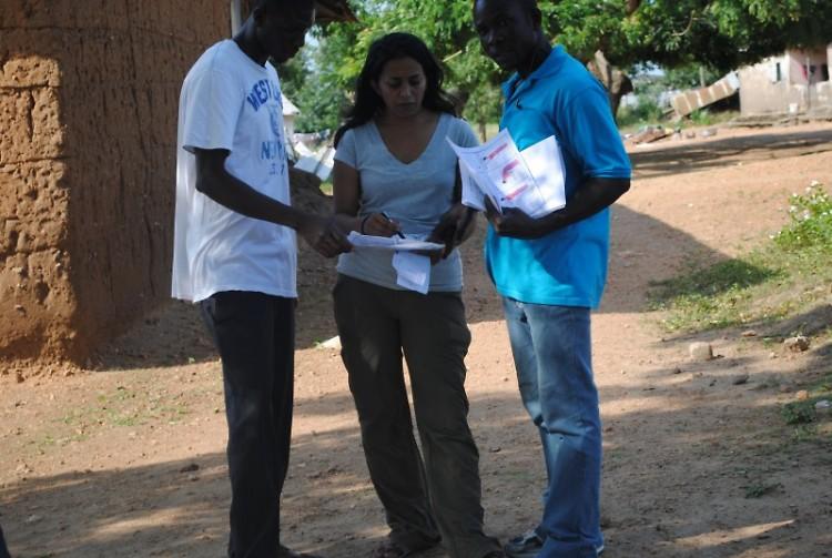 Samuel Gordon Afari (Mgr), Uma J. Mishra (Dir.) and Charles Afedzie (Coordinator) discuss placement of the biosand water filters