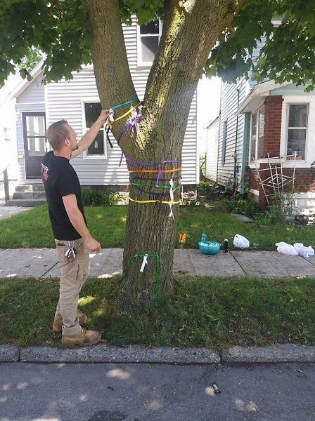 Decorating Indiana Ave SW with ribbons commemorating cancer victims