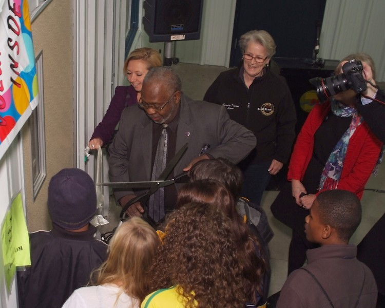 Rosalynn Bliss, James White, Lynn Rabaut and Ruth Kelly participate in ribbon cutting ceremony at Griff's Ice House
