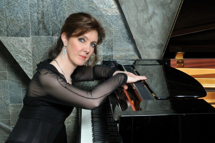Pianist Anne Marie McDermott to perform with violinist Ida Klavafian, cellist Gary Hoffman and clarinetist José Franch-Ballester