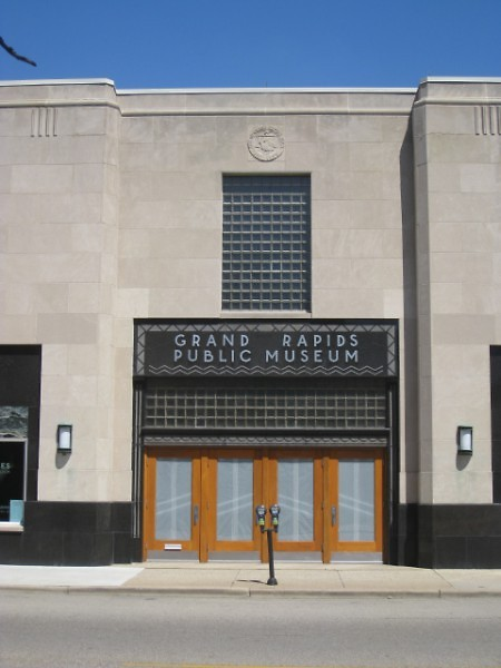 Entranceway to former Grand Rapids Public Museum, 54 Jefferson Ave. SE, where panel discussion will be held Thurs. evening.