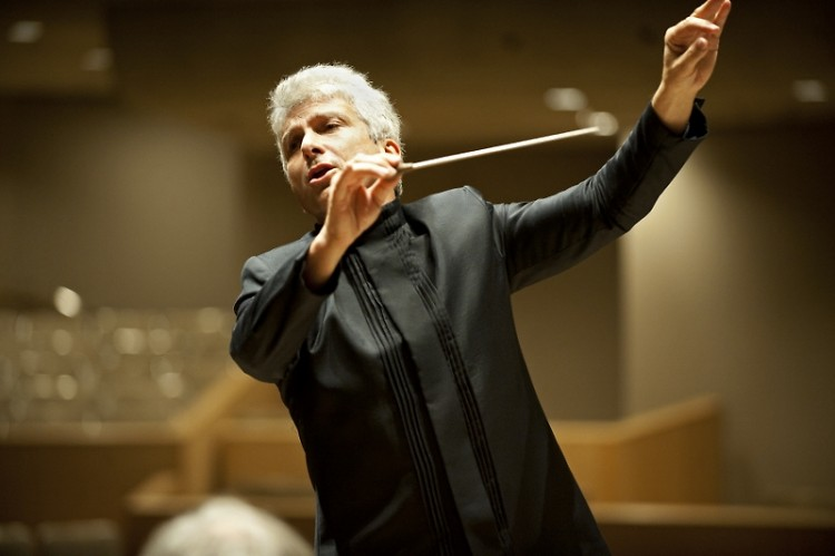 Guest conductor Peter Oundjian leads the Grand Rapids Symphony in music by Shostakovich and Mozart on Jan. 10-11.