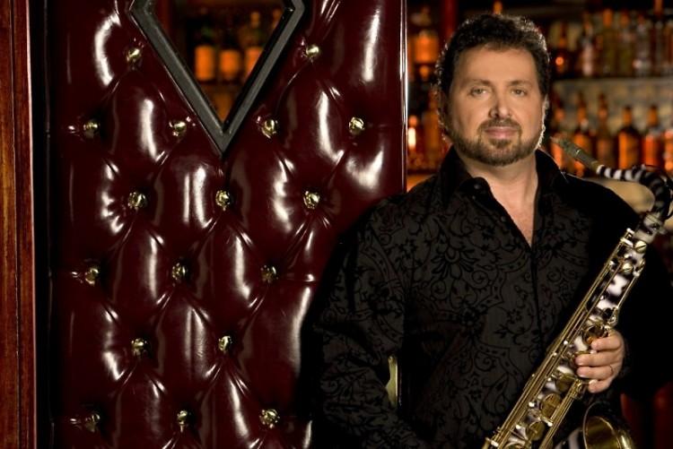 Saxophonist, Richard Elliot