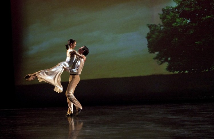 """Stephen Sanford and Rachael Riley perform as Romeo and Juliet in Mario Radacovsky's """"Romeo & Juliet"""""""