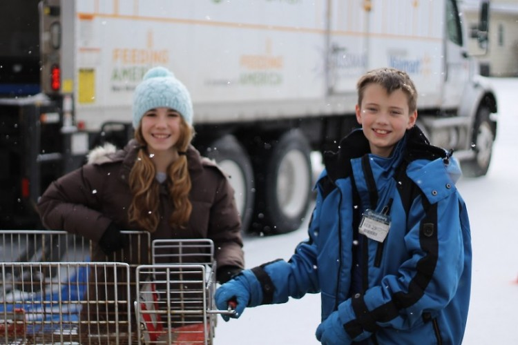 Students from Rockford Christian School volunteer at one of Feeding America West Michigan's Mobile Food Pantries in 2014.