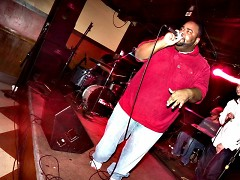 4nzix of La Famiglia controls the mic at Billy's Lounge