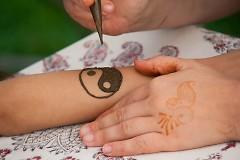 Art on the Spot includes henna creation