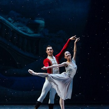 The Nutcracker Prince (Josue Justiz) and Dream Clara (Yuka Oba-Muschiana)