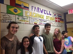 CETUSA International high school students graduate and leave farewell messages to the friends they have made at school.