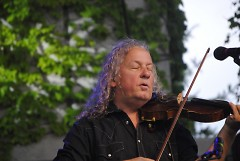 Tim Carbone playing the fiddle