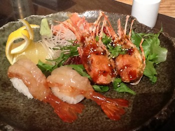 Fried shrimp heads and raw shrimp