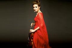 Violinist Karen Gomyo will be soloist in Samuel Barber's Violin Concerto in DeVos Performance Hall.