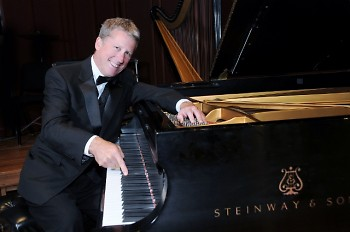 Pianist Rich Ridenour, a Grand Rapids native who performed at the first Picnic Pops in 1995, returns for the 25th anniversary.